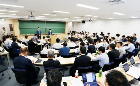 Masahiro Mitomi gave an open lecture at Keio Business School